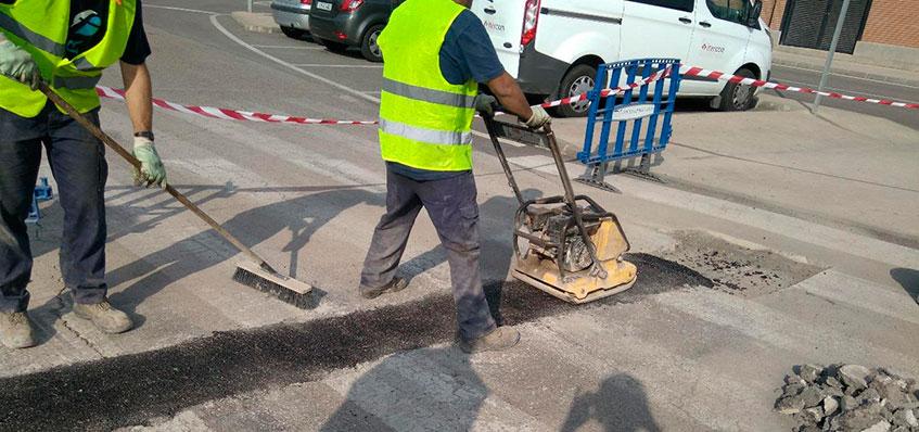 compactar el asfalto en frio con un rodillo bandeja vibradora - fixer